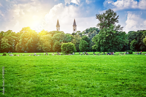 fototapeta na szkło Angielski ogród w Monachium, Bawaria, Niemcy