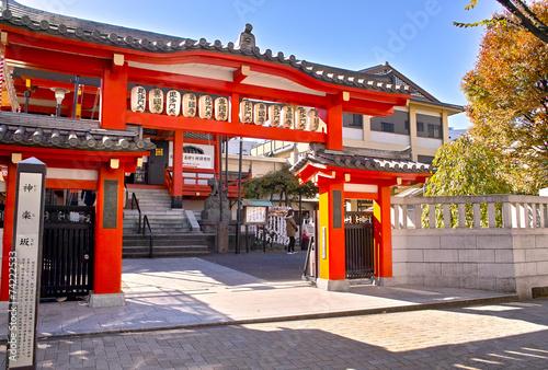 神楽坂のお寺の入り口 Wallpaper Mural