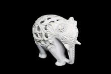 Figurka Rzeźbionego Słonia Z Marmuru, Wykonana W Indiach