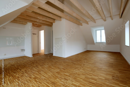 Obraz Moderne Dachgeschosswohnung - fototapety do salonu