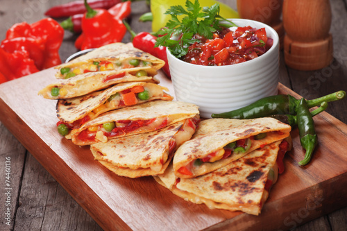 Quesadillas with salsa Fototapet