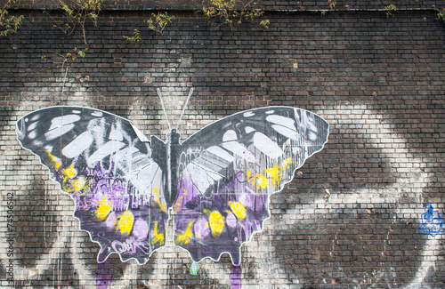 Foto auf Leinwand Schmetterlinge im Grunge Butterfly: Street art in London.