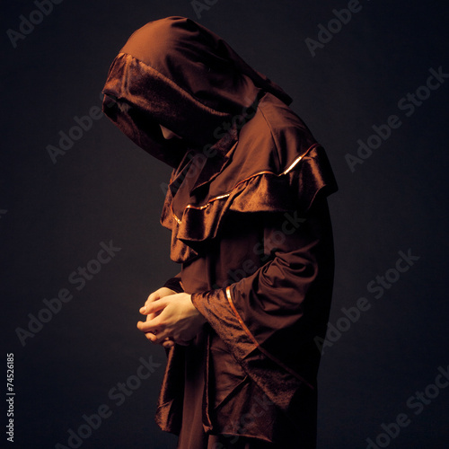Fotografia mysterious Catholic monk
