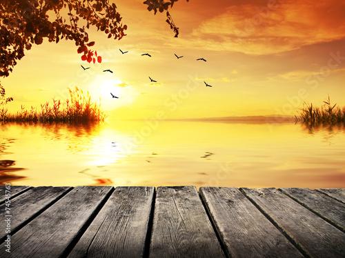 Foto op Aluminium Zwavel geel puesta de sol en la orilla del rio