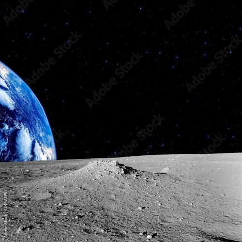 Obrazy na płótnie Canvas Earth-rise behind the Moons horizon.