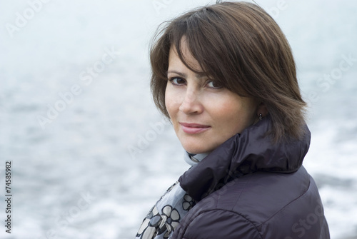 Photographie  Portrait of a woman posing for the camera, outdoor