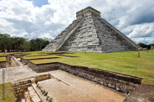 Kukulkan Pyramid in Chichen Itza on the Yucatan, Mexico #74598125