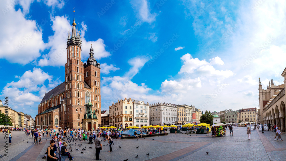 Fototapety, obrazy: St. Mary's Church in a historical part of Krakow