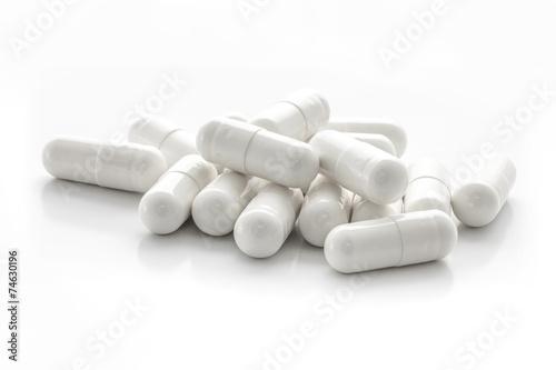 Fotografía  White medicine capsules