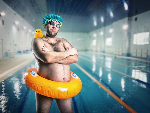 Obraz Man having fun in pool - fototapety do salonu