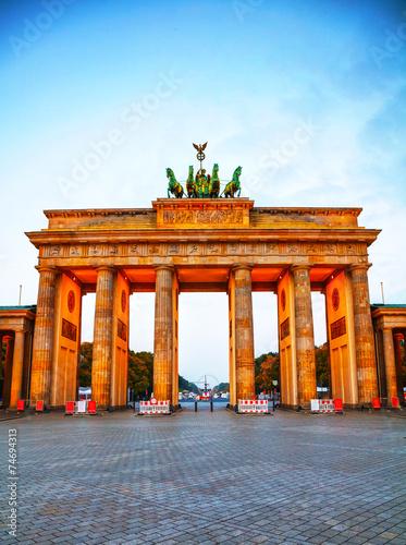 In de dag Berlijn Brandenburg gate in Berlin, Germany