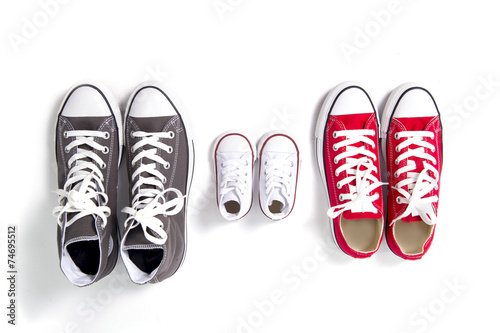 Fotografia  dad mum and son sizes shoes in family love concept
