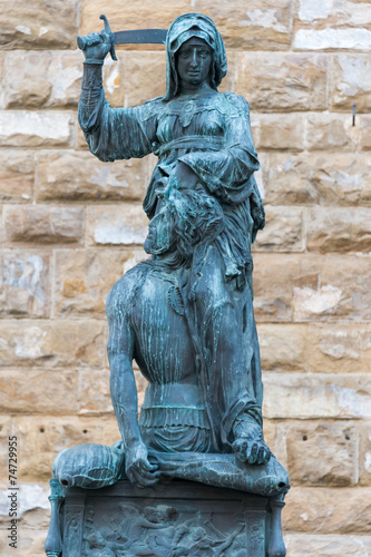 Fotografia, Obraz  The statue of Judith and Holofernes, florence