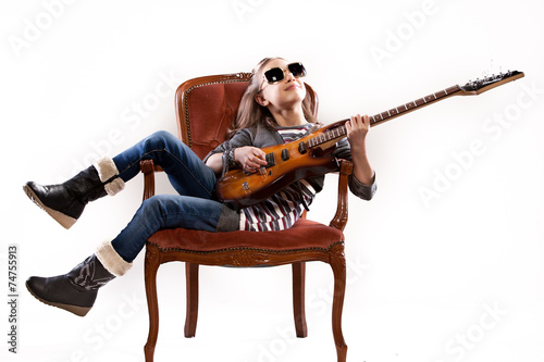 Photo  girl with guitar and sunglasses