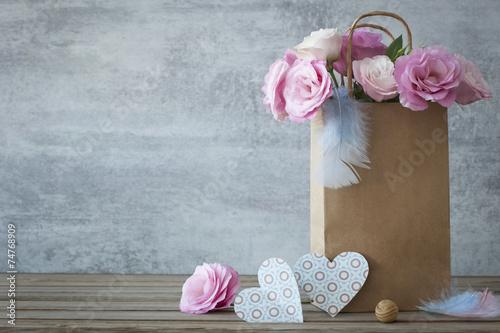 Keuken foto achterwand Retro Romantic background with roses and handmade hearts
