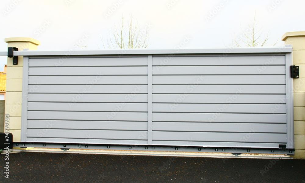 Fototapeta portail moderne en aluminium gris