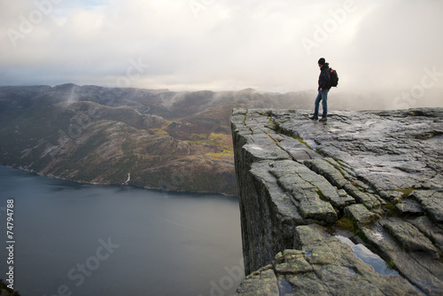 Man on Preikestolen Fototapet