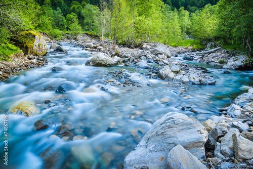 Papiers peints Rivière de la forêt Rivière de montagne