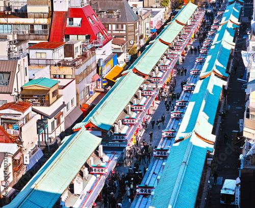 Fotobehang Tokyo ビルの上から見た浅草寺仲見世参道の風景
