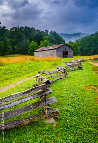 Canvas Print Fence and barn on a foggy morning, at Cade's Cove, Great Smoky M