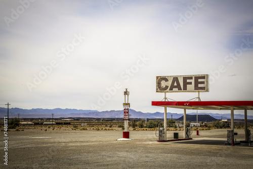 In de dag Route 66 USA Route 66 / Tankstelle & Cafe in der Wüste