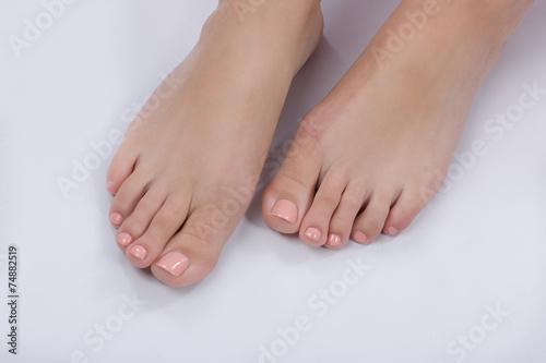 Hübsche Füße mit Nagellack - kaufen Sie dieses Foto und