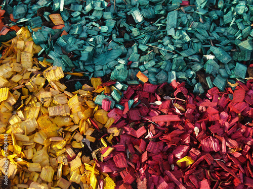 Valokuva  pattern of yellow, red and greeny blue  wood chips