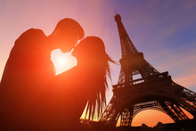 Romantic Lovers With Eiffel To...