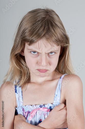 Fotografia, Obraz  kleines Mädchen ist zornig, Studio