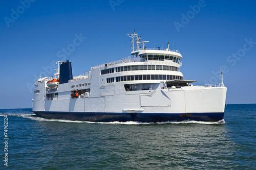 Photo ferry boat in open waters