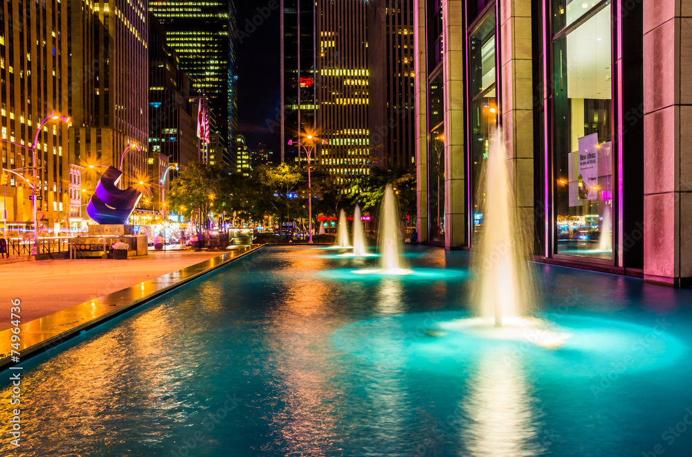 Fototapety, obrazy: Fountains at night, in Rockefeller Center, Midtown Manhattan, Ne