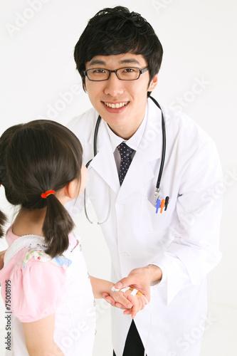 Fotografie, Obraz  스튜디오 안의 의사선생님과 병원 환자