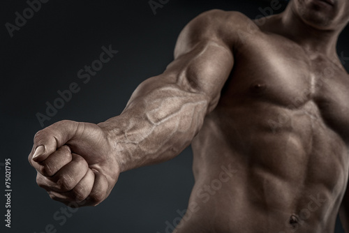 Fotomural Close-up of athletic muscular arm and torso