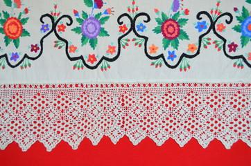 Стара разноцветная вышивка