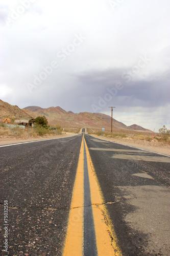Poster  Desert road