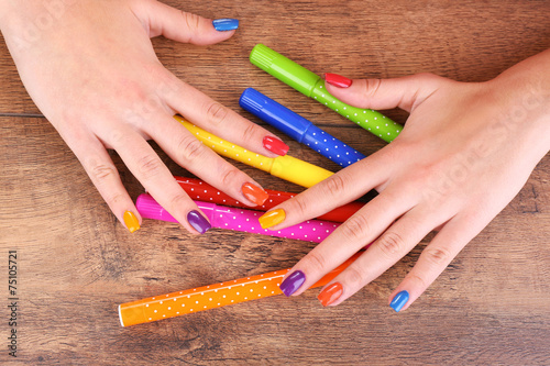 Poster Afrique du Sud Multicolor female manicure with markers on wooden background