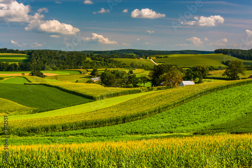 Foto op Aluminium Heuvel View of farm fields and rolling hills in Southern York County, P