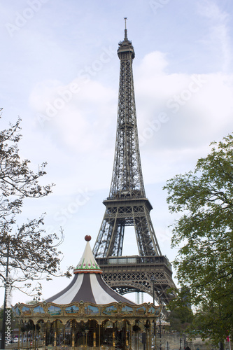 Papiers peints Paris Tour Eiffel Paris carrousel France eiffel tower © Heddie Bennour