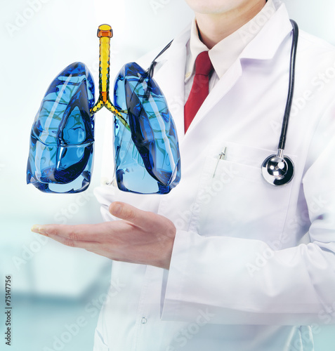Juliste  Doctor vith lungs in hands in a hospital