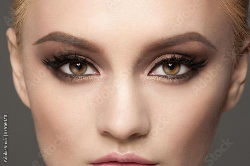 Fotografía  Primer plano de maquillaje de ojos
