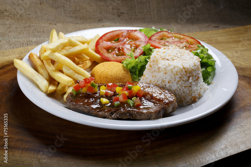 Papel de parede Steak with rice and potatoes