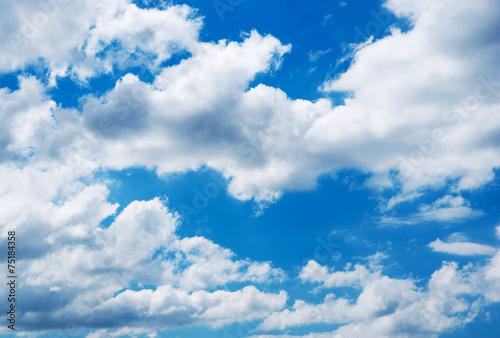 Fototapeta niebo biale-chmury-na-niebieskim-niebie