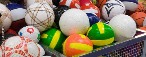 Obrazy Sporty z Piłkami  plenty-of-coloured-volleyballs-in-the-supermarket