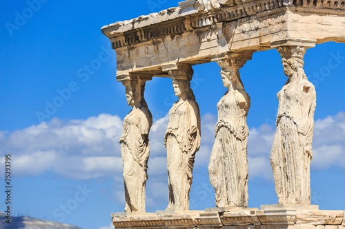 In de dag Athene Erechtheion with the Caryatids. Athens, Greece