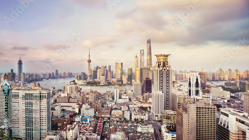 Photo  modern city skyline,traffic and cityscape in Shangha at day,Chin