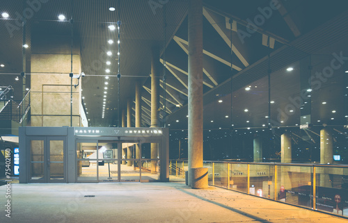 The Convention Center at night in Baltimore, Maryland. Fototapet