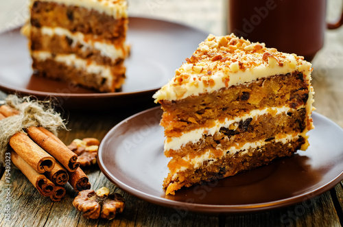Stampa su Tela carrot cake with walnuts, prunes and dried apricots
