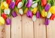 canvas print picture - Frische Tulpen auf Holzhintergrund