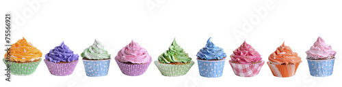 Photo Delicious cupcakes isolated on white