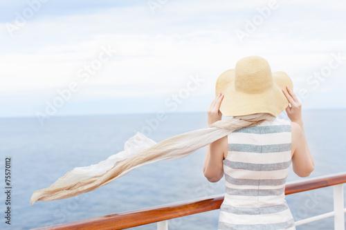 Fotografía  woman at cruise ship